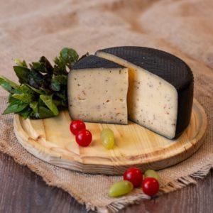 Примо Сале выдержанный сыр  с вялеными томатами, сыроварня Listgarten [46-06)